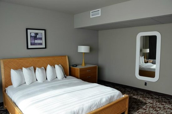 The State House Inn - an Ascend Collection Hotel: King suite