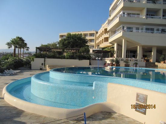 Panorama Hotel - Chania : fra poolen mod hotellet