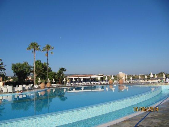 Panorama Hotel - Chania : pool og poolbar