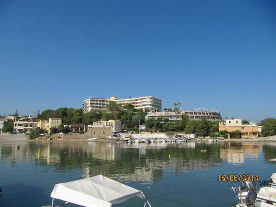 Panorama Hotel - Chania : hotellet set nede fra den lille havn nedenfor hotellet