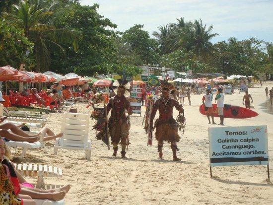 Coroa Bella Praia Hotel: praia enfrente o hotel