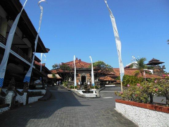 Sol Beach House Benoa Bali by Melia Hotels International: entrée de l'hôtel