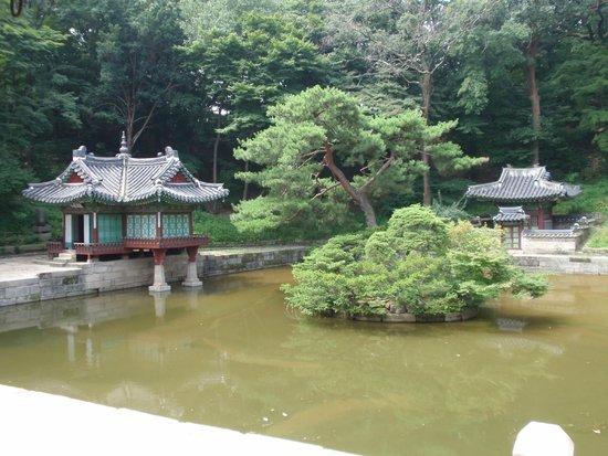 Palais de Changdeokgung : 池と東屋