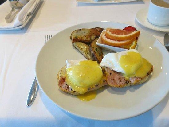 Kensington Riverside Inn: Egg Benedicts