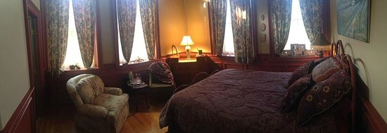 Maiden Rock Inn: The Red Clay Room