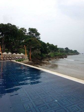 Four Seasons Resort Bali at Jimbaran Bay : Gorgeous beachfront pool
