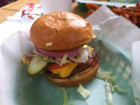 Mill Street Deli: Cheeseburger