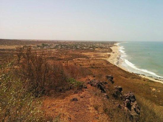 Popenguine, Senegal: Vue des hauteurs de la falaise