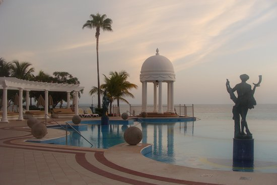 Hotel Riu Palace Las Americas: Warm and humid, even at 6 AM