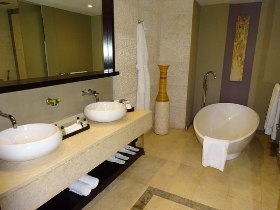 InterContinental Mauritius Resort Balaclava Fort : bathroom