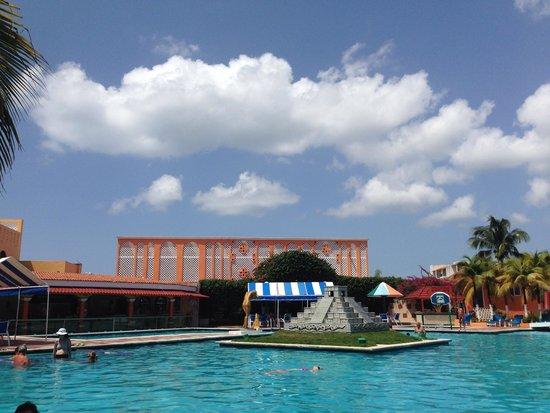 Hotel Cozumel and Resort: Pool side
