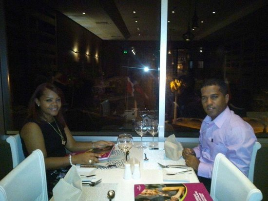 Crowne Plaza Santo Domingo: Cenando junto a mi esposo.
