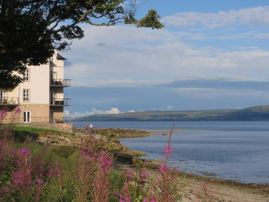 Redcastle Hotel: A view with the hotel to the side