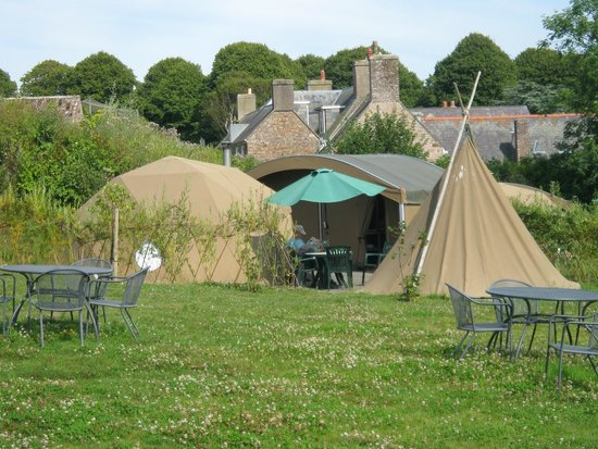 Jersey Zoo : Our 'pod', kitchen and bathroom and teepee