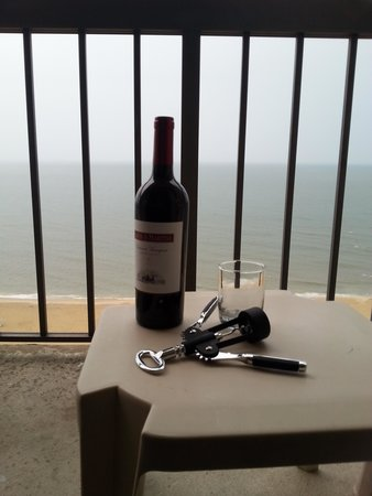 Wyndham Virginia Beach Oceanfront: Wine and a View