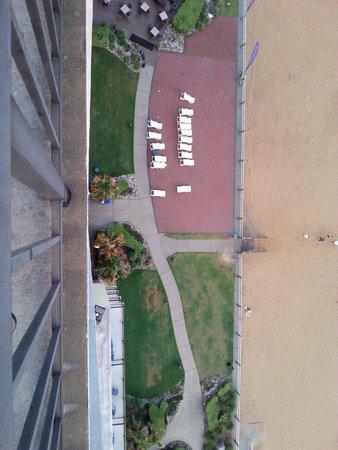 Wyndham Virginia Beach Oceanfront : looking down