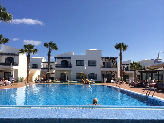 Pueblo Marinero: A lovely pool area and no fighting for sunbeds