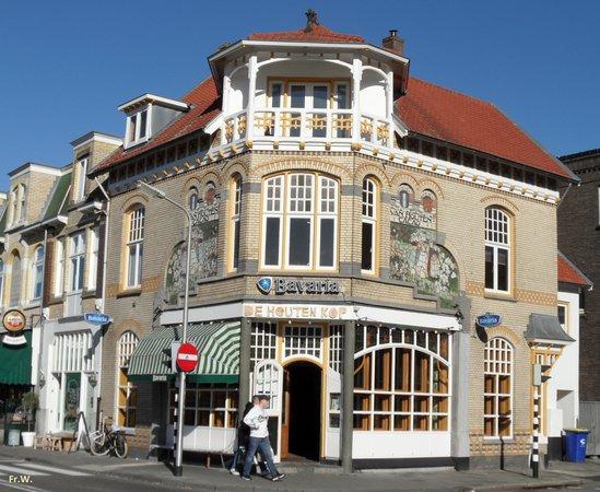 Bussum, Niederlande: Een kroegje in een mooi pand .