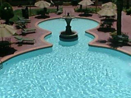 Hotel Lucerna Ciudad Juarez: Beautiful pool