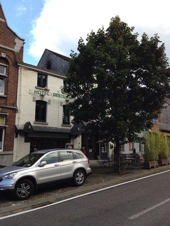 Hotel La Fayette: Ingresso e parcheggio