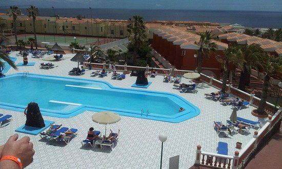 Costa de Antigua, Spanien: Looking down onto the pool