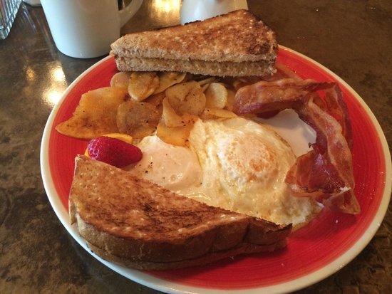 Fulton Steamboat Inn : Breakfast at Huckleberry