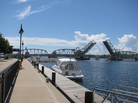 Stone Harbor Resort : Take in some boat/bridge watching.