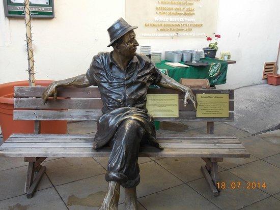Starobrno Brewery: скульртура на открытой веранде
