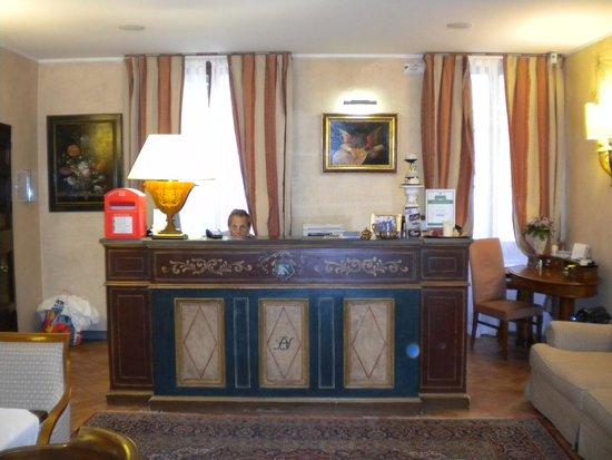 Hotel Davanzati : Front desk