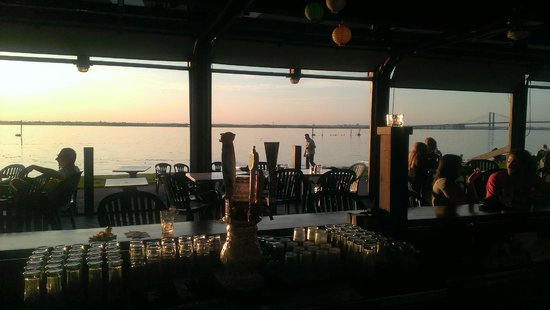 JG Cook's Riverview Inn: Taken from the bar looking to the Delaware river