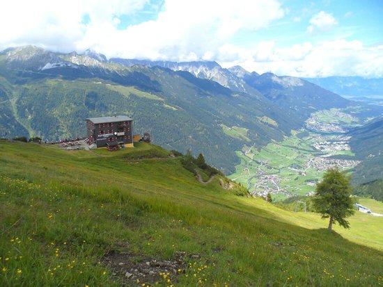 Hotel Atzinger: Vue sur la vallée Stubai