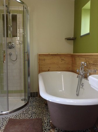 Bradleigh Lodge: Deluxe double bathroom