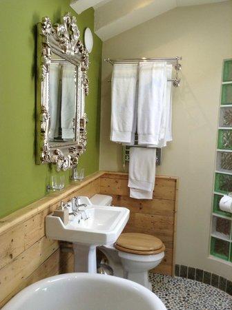 Bradleigh Lodge: Deluxe double bathroom