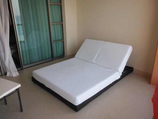 Beach Palace: balcony bed