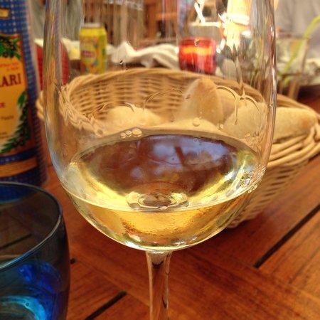 Vin blanc Saint Pierre - Production locale - La Tonnelle - Île Saint Honorat