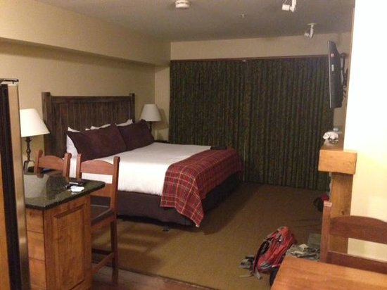 Teton Mountain Lodge & Spa- A Noble House Resort: Bedroom (really condo living room)