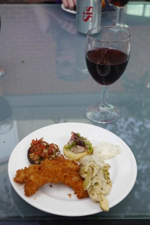 Crowne Plaza Hotel Marlow: Club Lounge food and drink