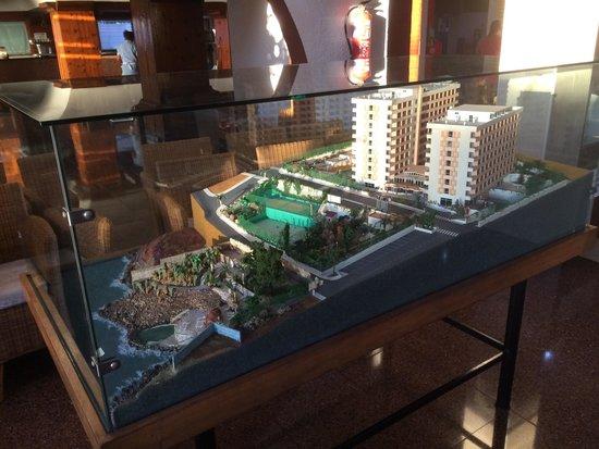 Catalonia Punta del Rey: Model of hotel in lobby