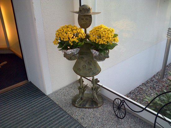 Hotel Bettina: The flower pots holder at the entrance