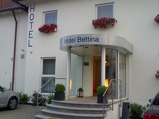 Hotel Bettina: entrance of the hotel