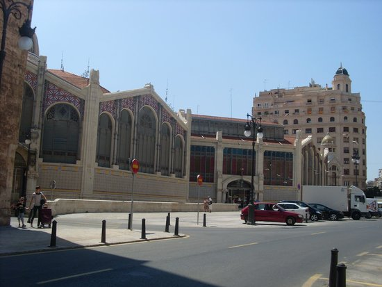 Central Market (Mercado Central) : EL MERCADO CENTRAL( outside)