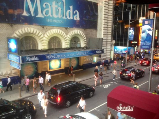 The London NYC: Walked from The London and back to Matilda and Sardi's!!