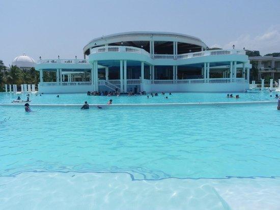 Grand Palladium Jamaica Resort & Spa: Huge pool!