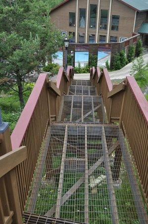 Eagle Ridge at Lutsen Mountain : Steep stairways to third-floor rooms.