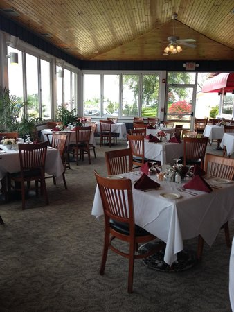 Annie's Paramount Steak and Seafood House: the enclosed patio where I sat