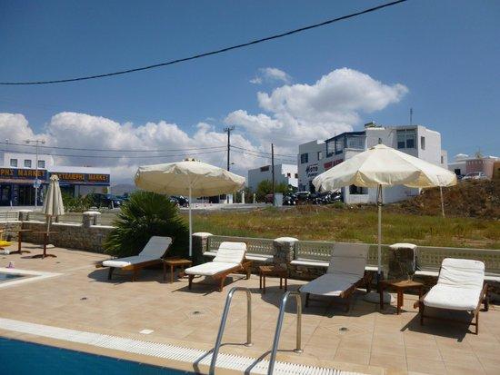 Perla Hotel: piscina e autonoleggio