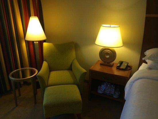 Sheraton Agoura Hills Hotel: Sitting area