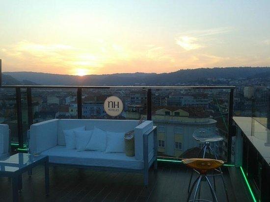 Puesta de sol desde el bar de la azotea del NH Ourense
