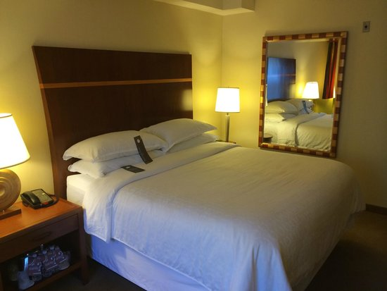 Sheraton Agoura Hills Hotel: Nice Bed