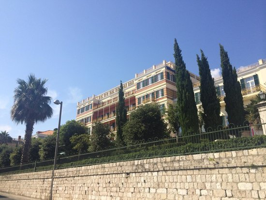 Hilton Imperial Dubrovnik: Outside view from street leading to the walls